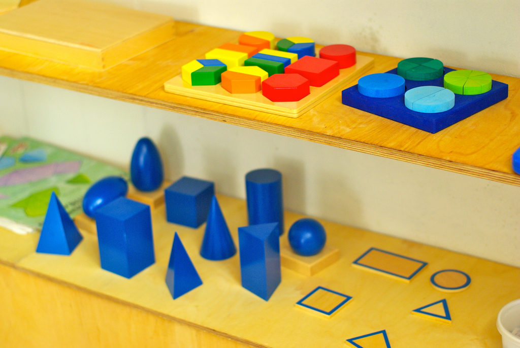 montessori shapes and colors game